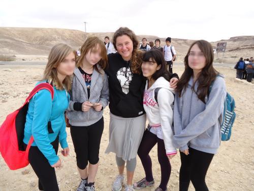 """תלמידות של תיכון שבו פועלות הבנות שירות של אח""""י של גרעין יפו"""