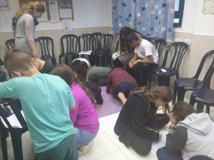 """פעילות של בנות השירות של """"עם ישראל אחד"""""""