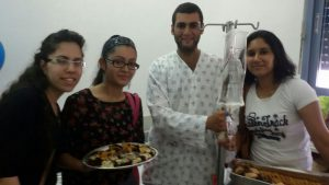 בנות אשדוד בביקור חולים וחלוקת צ'ופר בבית חולים