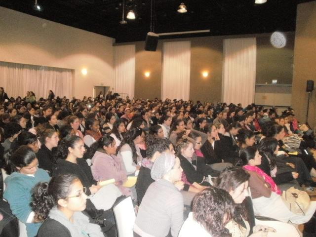 בנות שירות ורכזות בהרצאה