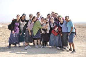 בנות גרעין בית שמש בטיול בנחל אוג
