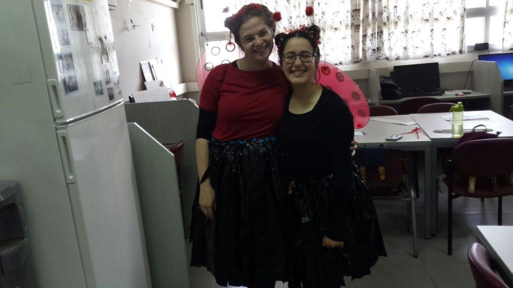 """בנות השירות של בי""""ס עירוני חשמונאים בפורים"""