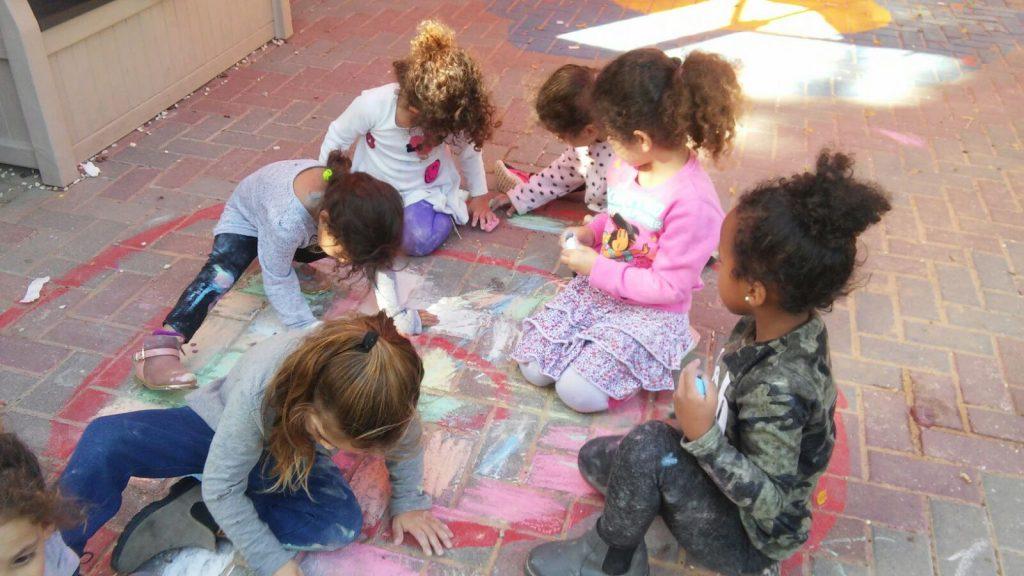 ילדי גן הראל מבשרת ציון בפעילות עם גירים