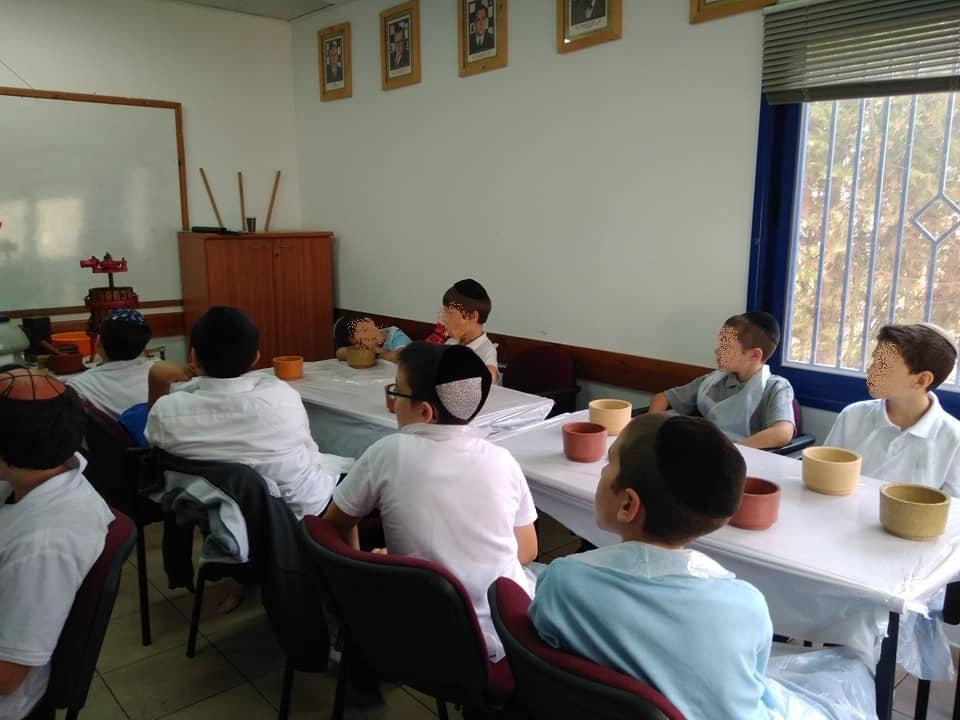 ילדי מרכז קליטה בית שמש בשיעור בישול ואפיה