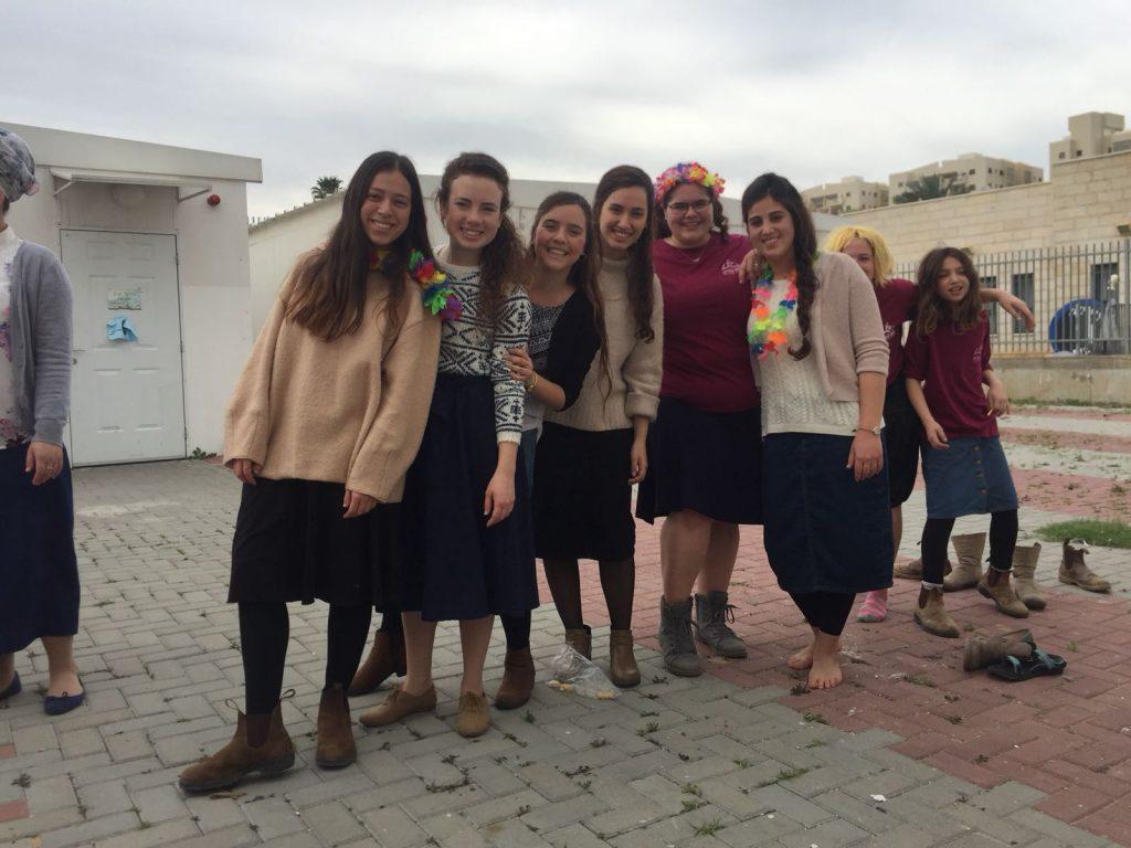 בנות השירות של אולפנת צביה אליעד לוד