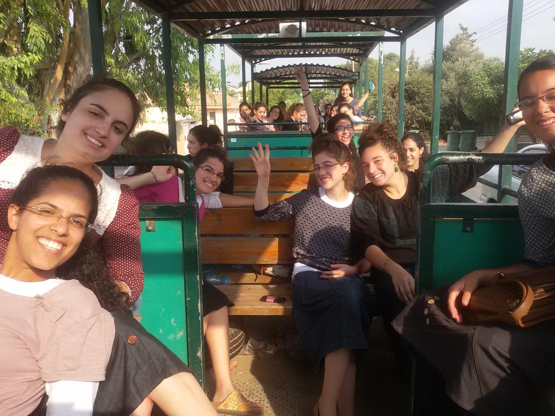 בנות שירות במרכז להעמקת יהדות עמי חיפה